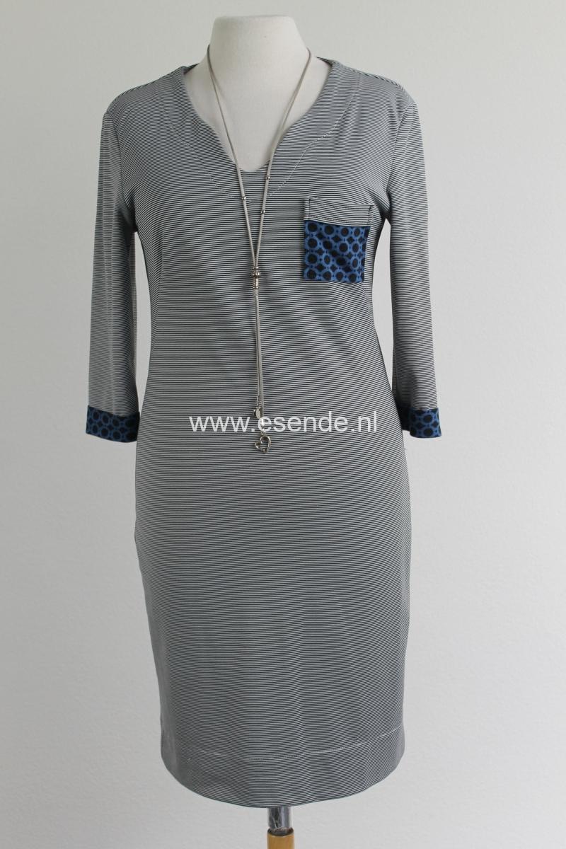 Comfortabel tricot jersey jurkje met borstzakje