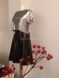 Zwart  lakleren iets gerende  rok. met metal mesh shirt