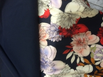 Donkerblauwe stretch met tricot bloemdessin